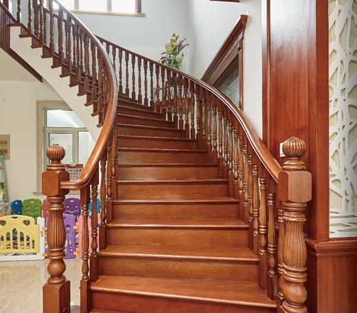 别墅实木楼梯图片